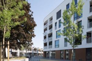 Woonzorgplein Eltheto in Rijssen 2by4 architects - 2 blokken zorgtoegankelijke appartementen, rechts de Bolder