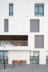 Woonzorgplein Eltheto in Rijssen 2by4 architects: Detail gevel verpleeghuis