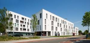 Woonzorgplein Eltheto in Rijssen 2by4 architects - verpleeghuis Eltheto straatzijde