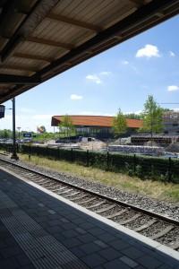 Het Huis van Hilde vanaf het perron van station Castricum.