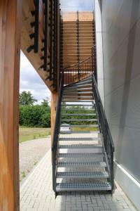De trap naar de bovenappartementen. In totaal zijn er vier trappen.