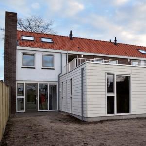 Uitbouw met slaapkamer en terras. • Foto Vissers & Roelands.
