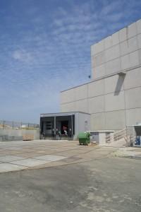 Expeditie en deel installaties aan de zijkant van het theater.