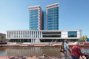 Het nieuwe stadhuis met stadsplein aan het water.