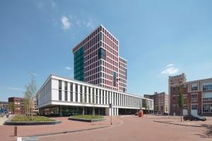Het nieuwe stadhuis tussen groen, erfgoed en nieuwbouw.