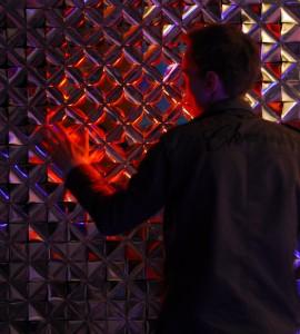 Lotus, een levende muur van folie die reageert op warmte, ontwerp 2010, ontwerp Daan Roosegaarde