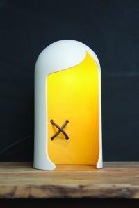 Coupe Soleil, keramische lamp in de vorm van een kapsel met een zichtbaar verwerkt snoer
