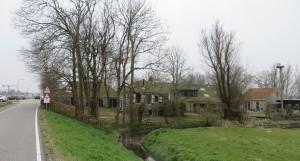 Vijverschie nu, met links de voormalige stal waarin Jamie van Lede werkt en woont