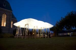 Het dak dat opgaat in rook, een mobiel paviljoen - Den Bosch