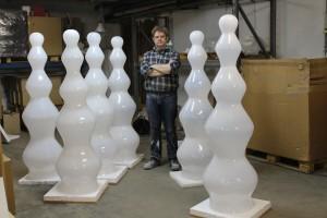 Albert Seubring, glaskunstenaar en meesterslijper, werkt aan zowel vrij werk, als in opdracht van architecten.