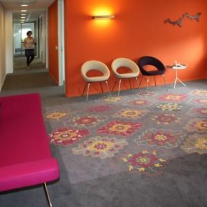 In de nieuwe inrichting en interieur van De Psychotherapiepraktijk in De Meern speelt het speciaal door Anar Creations ontworpen tapijt de hoofdrol. Ontwerp Van Rooijen Architecten.