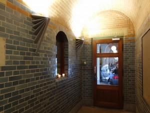 Entree New York Film Academy cafe op de hoek van het Damrak aan de kant van het Centraal tation