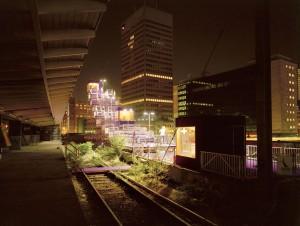 Placemaking met pop-up architectuur uit 2007: Perron Mozaïque bij het Hofplein in Rotterdam, een tijdelijk terras waar mensen konden dansen, eten en slapen.