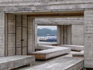 Bij Dordrecht is dit jaar een houten paviljoen gebouwd dat uitzicht biedt op grote waterwerken die de stad de komende jaren gaan veranderen