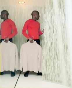 Mandarina Duck in Parijs (2000, i.s.m. Droog Design en NL Architects). Meubels en objecten tonen en verhullen hun inhoud: de paskamer wordt gevormd door een 'riethaag' van kunststof stengels die bij aanraking zachtjes beweegt.