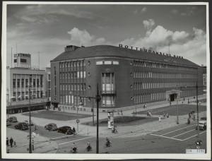 Rotterdamsche Bank aan de Coolsingel, gebouwd in 1941-1949 naar ontwerp van architect H.F. Mertens