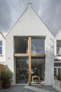De nieuwe, twee meter verplaatste achtergevel in Rijswijk door Ruud Visser architecten.