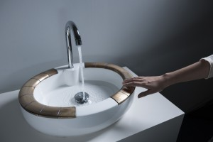 Mizu, een slimme wastafel met twee sensorische ringen, Holly Robbins TU Delft • Foto Marcel Krijger