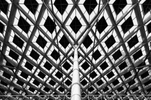 Dak van het gerenoveerde station Den Haag CS, gekenmerkt door de wybertjes-structuur, ruitvormige elementen