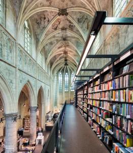 Foto 7: Interieur van de Boekhandel Dominicanen in Maastricht, een van de mooiste boekhandels ter wereld.