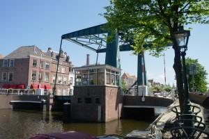 In de Marebrug in Leiden is een kringloopwinkeltje gevestigd