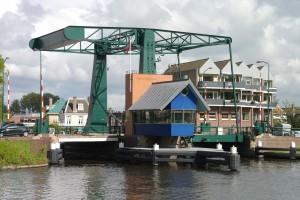 De Leidse Schrijversbrug is nog wel in gebruik en bedient vier Leidse bruggen.