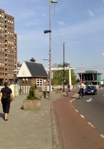 Lage Erfbrug Rotterdam met links het hergebruikte Burgwachtershuisje  Foto Lotti Hesper