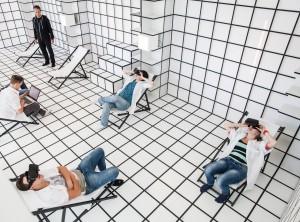 Pencil versus Pixels was een onderzoek naar de beleving van digitaal en analoog onderwijs. MBO-studenten moesten de lesruimte inrichten met materiële lesmaterialen en met behulp van virtuele middelen als virtual reality-brillen