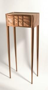 Afstudeerproject Copper Cabinet is een kastje op ijle hoge poten, gemaakt van slechts 0,1 millimeter dik gevouwen koperfolie. Het is meer een conceptueel en esthetisch galerieobject omdat het papierachtige kastje te fragiel is voor dagelijks gebruik.