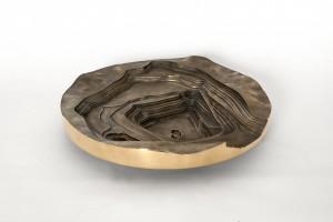 Voor de Copper Bowls zijn satellietfoto's van een kopermijn in Chili omgezet in 3D-modellen. In de mal van zand werd brons gegoten. De schalen tonen de intrigerende patronen van een kopermijn.