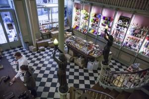 Cereria Subria is de oudste winkel van Barcelona. Het bedrijf startte in 1761 om kerken en geestelijken in de regio te voorzien van kaarsen.