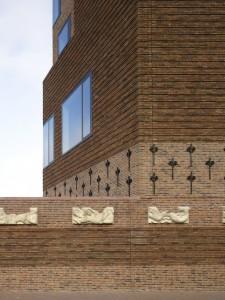 Stadskantoor-bioscoopcomplex Raakspoort in Haarlem, ontwerp Bolles + Wilson • Foto Christian Richters.