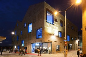 Grenswerk in Venlo, ontwerp Van Dongen en Koschuch. De vensters laten zien dat dit geen pakhuis is, maar bijzondere functie herbergt: een poppodium • Foto Allard van der Hoek