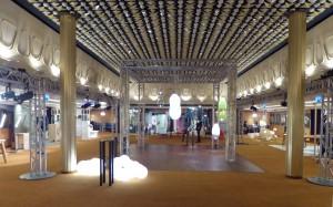 Object Rotterdam 2016 La Fontainezaal met in het midden lampen van Alex de Witte