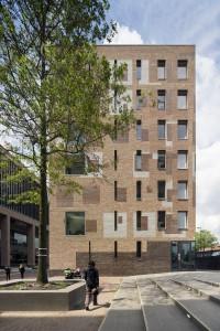 Stationscomplex in Breda, ontwerp Koen van Velsen. De architect toont alle aanpassingen die het ontwerp in bijna 10 jaar onderging in de gevel