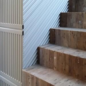 Hergebruikte convectoren, strips en hout in House of Rolf Bruggink Utrecht. Foto Jacqueline Knudsen