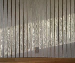 Ook een detail belangrijk voor het overall resultaat, is dat de plaats van wcd's, meldpanelen en brandblussers exact past in het lijnenpatroon van de planken tekening in het beton in het interieur. Traditioneel is dit vrijwel onmogelijk, met BIM lukt dit wel • Foto Jacqueline Knudsen.