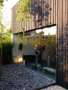 Gevel van hergebruikte houten delen van de barak. House of Rolf Bruggink Utrecht. Foto Jacqueline Knudsen