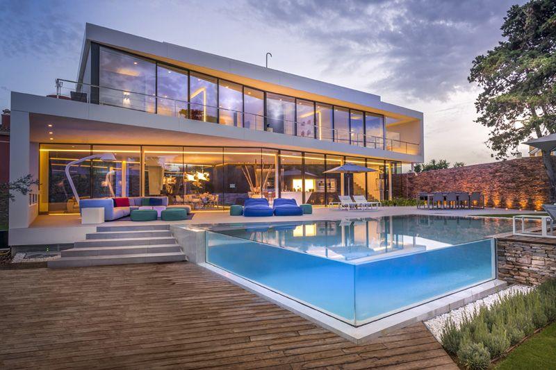 Cool blue villa for Moderne villa architectuur