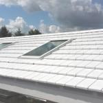Witkleurige keramische dakpan