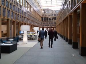 Publiekshal stadhuis Deventer, het atrium is 8 x 40 meter. Foto Jacqueline Knudsen