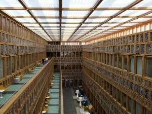 Publiekshal vanaf 3e verdieping stadhuis Deventer, het matglazen plafond moet de PV-panelen verhullen. Foto Jacqueline Knudsen