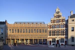 Grote Kerkhof met Gemeentehuis Deventer, Neutelings Riedijk architecten. Foto Scagliola Brakkee