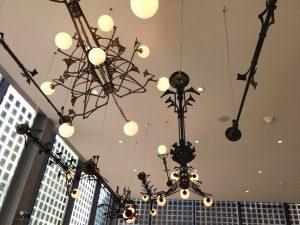 Cafe Centraal. Lampen uit De Utrecht. SODA architecten. Foto Jacqueline Knudsen