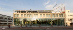 Frontaal zicht op het nieuwe gebouw van de Stadsdeelwerf Amsterdam-Zuid