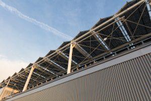 Grote hoeveelheid zonnepanelen bovenop de Stadsdeelwerf Amsterdam-Zuid