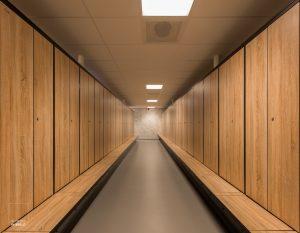 Lockers in de kleedruimte van het nieuwe gebouw van de Stadsdeelwerf in Amsterdam-Zuid