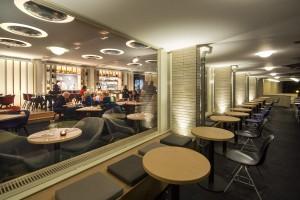 De glamour en glitter in Restaurant Zindering hebben laatsgemaakt voor een rustiger interieur