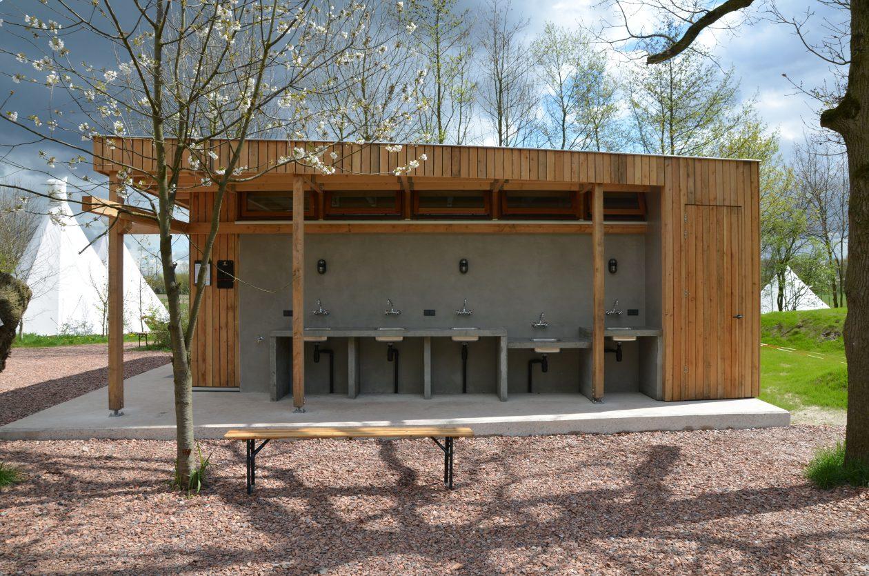 Sanitair Van Hout : Duurzaam alzijdig sanitairgebouw architectuur