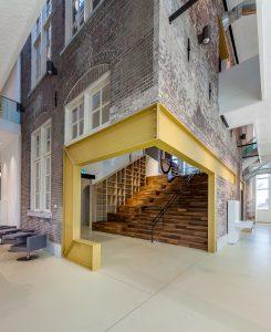 Perforatie oude gevel in nieuwe entreehal. School 7 Den Helder Evelien van Veen Foto Jan de Vries
